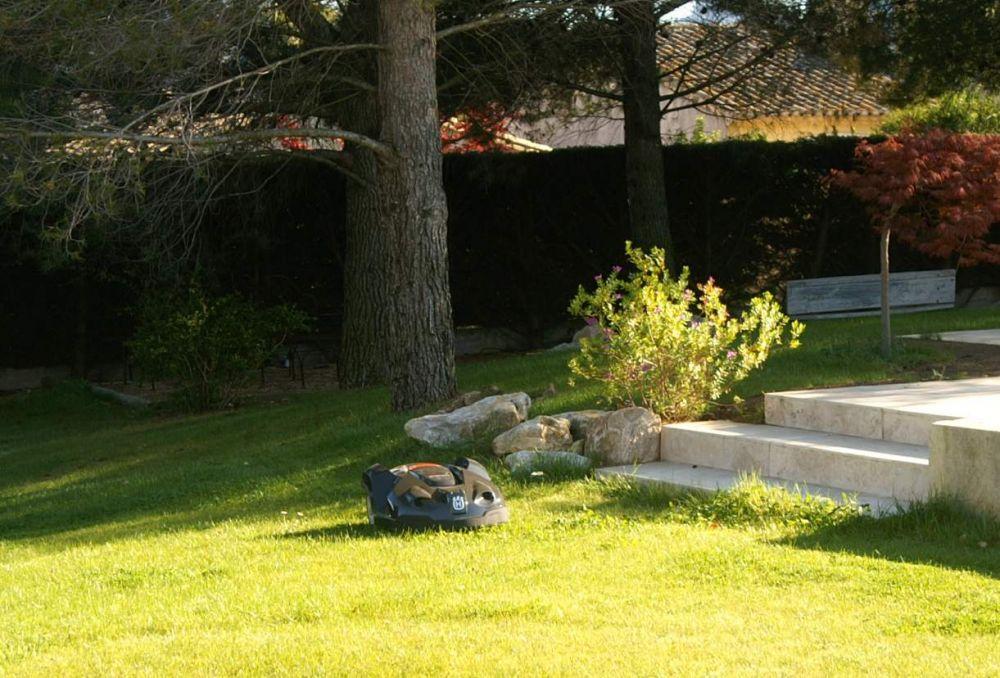 robot de tonte de pelouse saint r my de provence m randal. Black Bedroom Furniture Sets. Home Design Ideas