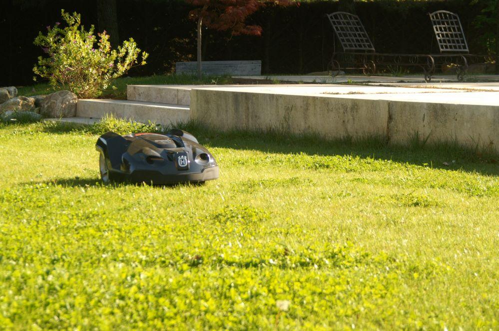 Robot de tonte de pelouse saint r my de provence m randal for Devis tonte pelouse